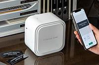 CUBE Pro och smartphone på ett kontor