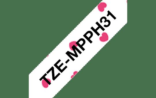 Brother original TZe-MPPH31  laminerad tape - svart text på mönster av röda hjärtan, 12 mm bred 3