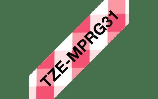 Brother TZe-MPRG31 laminerad tape - med svart text på rött rutmönster, 12 mm bred 3