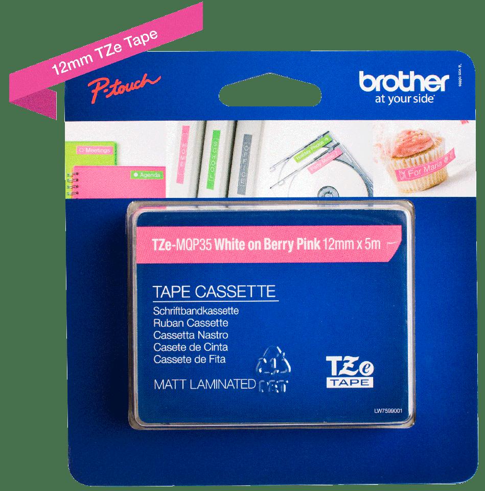 Brother TZe-MQP35 original etikett tapekassett- vit på rosa laminerad tape, 12 mm bred 1