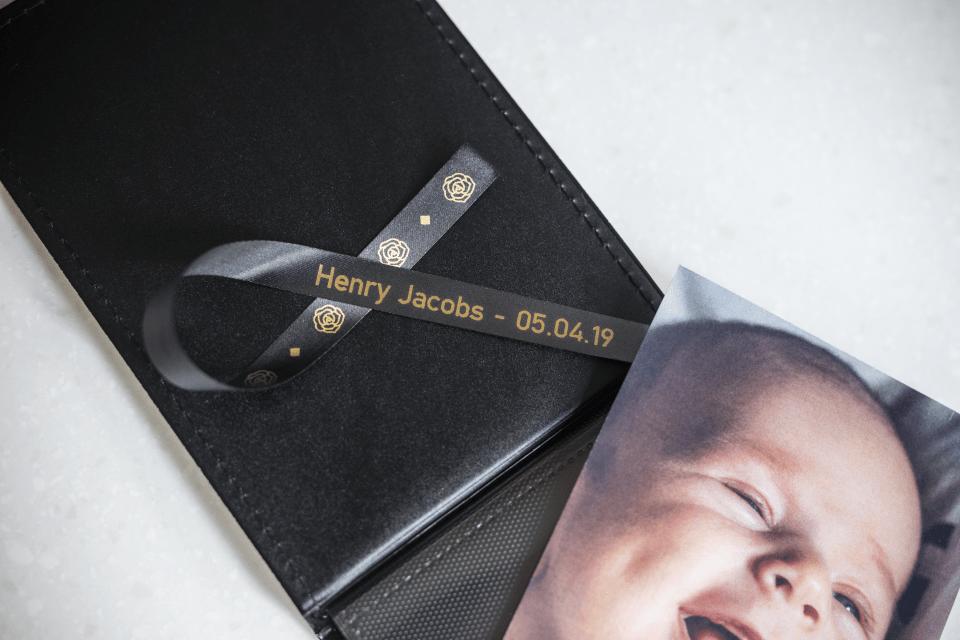 Äkta Brother TZe-R354 satinbandskassett – guld på svart, 24 mm brett band 3