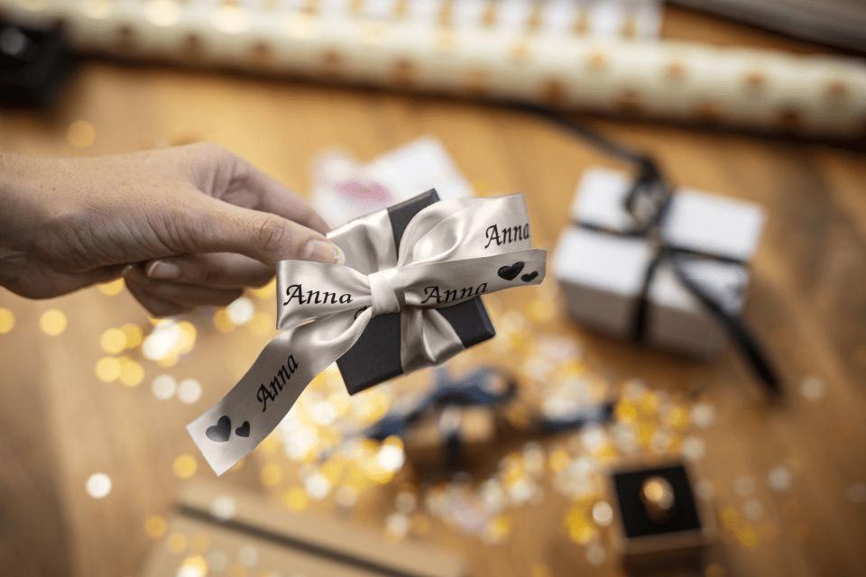 Äkta Brother TZe-R951 satinbandskassett – svart på silver, 24 mm brett band 2